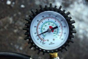 Прибор для измерения давления в покрышке