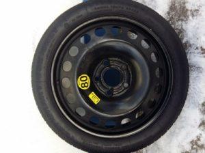 Запасное колесо автомобиля