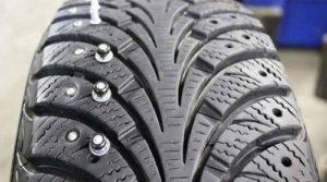 Шипы на шине легкового автомобиля