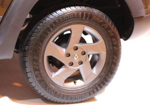 Покрышка автомобиля Рено Дастер