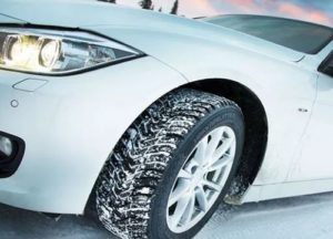 Зимняя шина на автомобиле