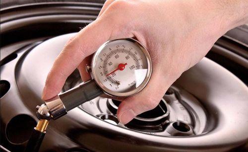 Проверка давления манометром
